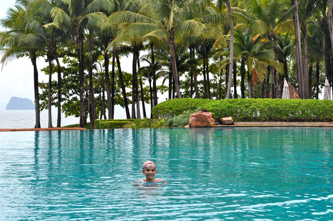 infinity-pool-ritz-carlton
